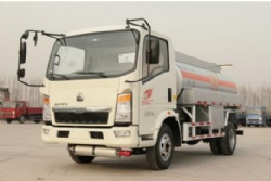 sinotruk howo 4x2 light refuel truck 3ton for sale small fuel truck