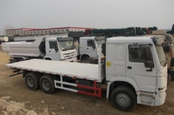 SINOTRUK howo 20ft container carry flatbed truck